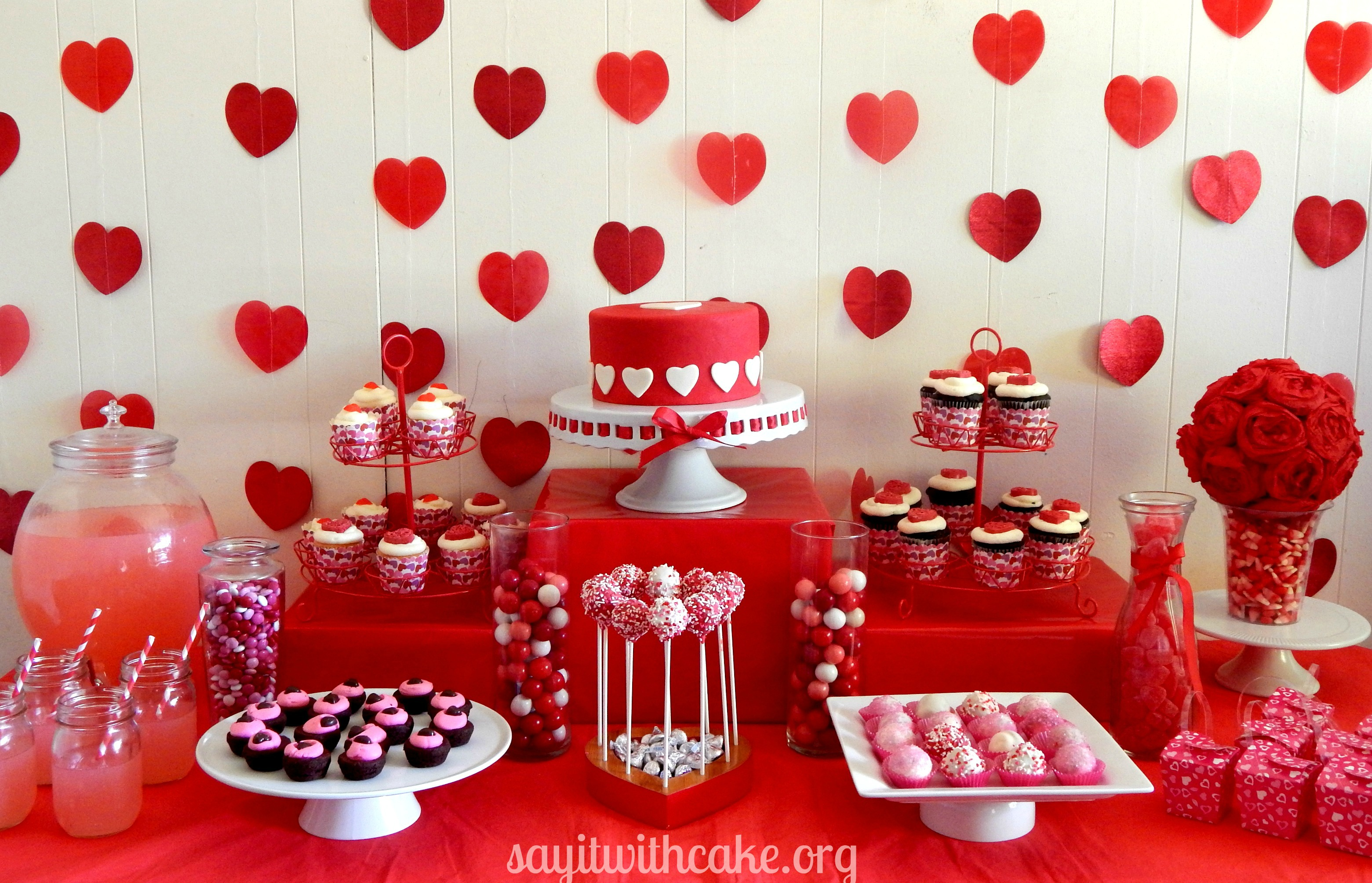 Valentine s day dessert table say it with cake for Deco saint valentin