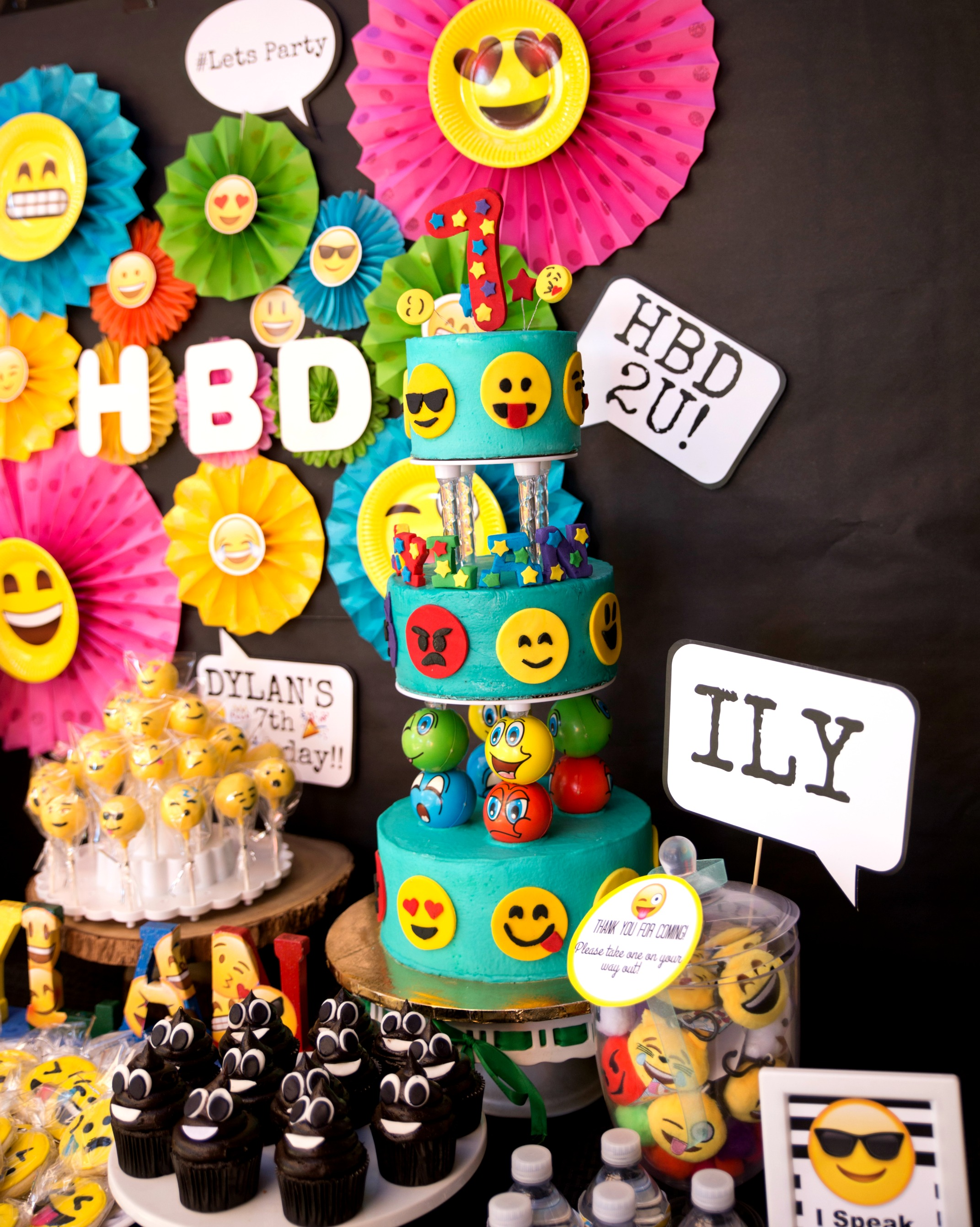 A Jumper 2 Giant Trampolines An Emoji Game Slide Show Birthday Cake And Pinata Goodcake
